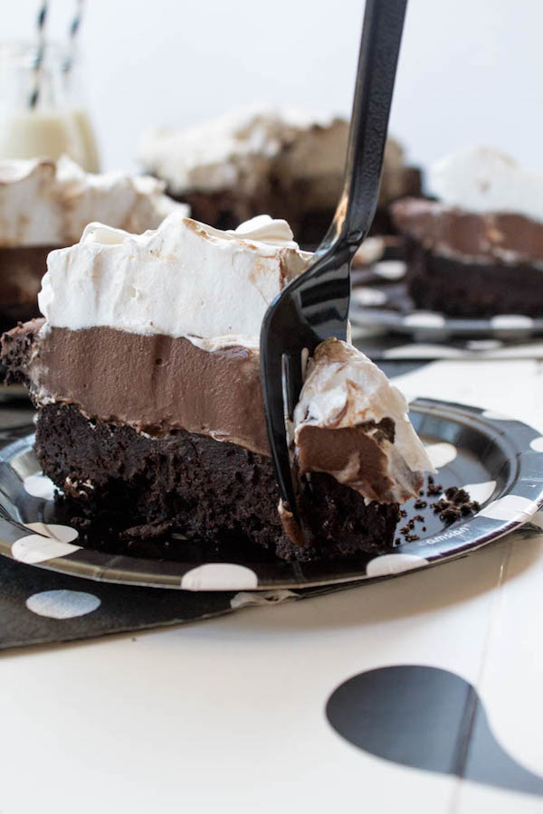 This Mississippi Mud Pie is made with a delicious Oreo crust, fudgy brownie base, a thick and decadent chocolate pudding filling and topped with a fluffy and yummy meringue! This pie is definitely one of my favourite desserts of all time!