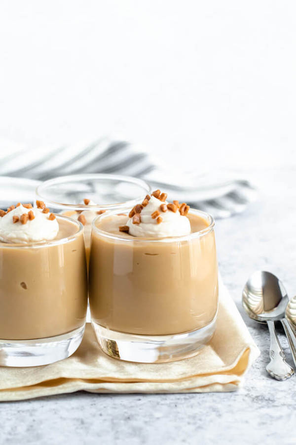 Rich and creamy Homemade Butterscotch Pudding made completely from scratch and takes only 10 minutes to make! A fantastic comfort dessert to enjoy every day! via queensleeappetit.com #pudding #homemadepudding #butterscotchpudding #butterscotch #easy