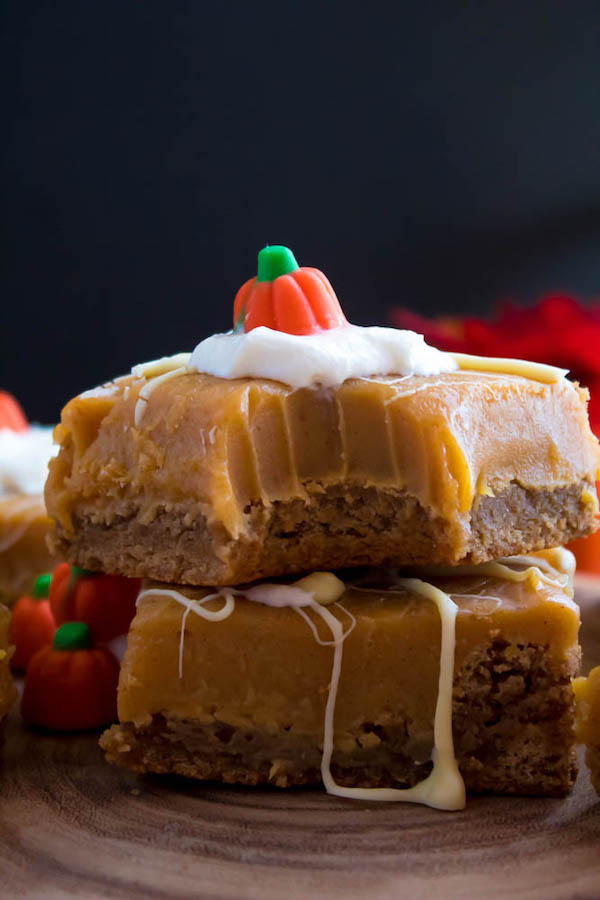 These White Chocolate Pumpkin Spice Fudge Blondies consist of a spiced blondie and white chocolate pumpkin spice fudge on top! These delicious pumpkin bars are the perfect treat for fall and Thanksgiving!