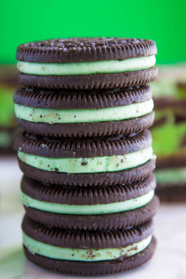 Mint, chocolate and Oreos all come together in these Mint Oreo Fudge Brownies. A fudgy mint brownie stuffed with mint Oreos, a chewy, melt-in-your-mouth mint Oreo fudge and a rich chocolate topping. These decadent bars are loaded with minty flavour!