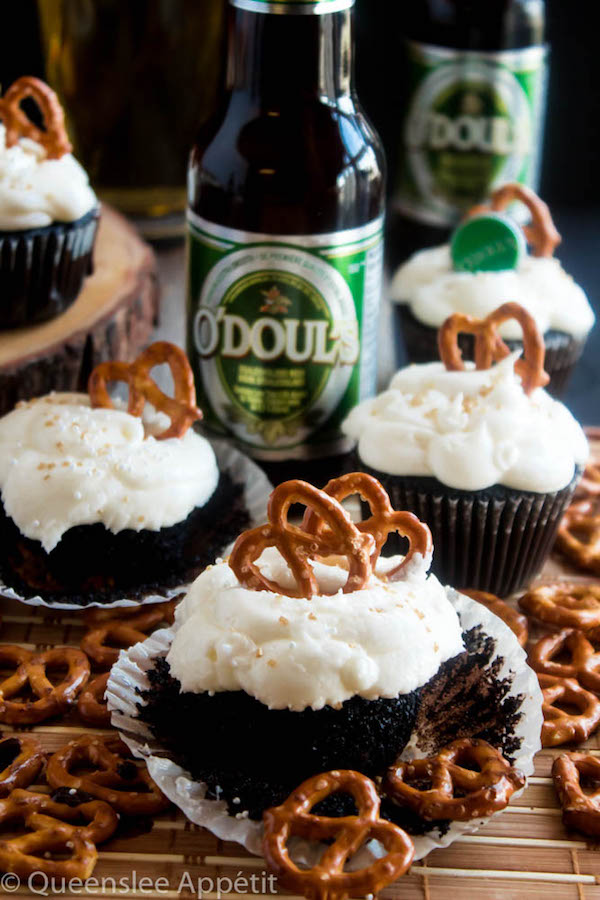 These Beer and Pretzel Cupcakes are made with a salty crunchy pretzel crust, a beer flavoured chocolate cupcake filled with a beer ganache and topped with beer buttercream! These beer flavoured cupcakes would make a great gift for Father's Day.