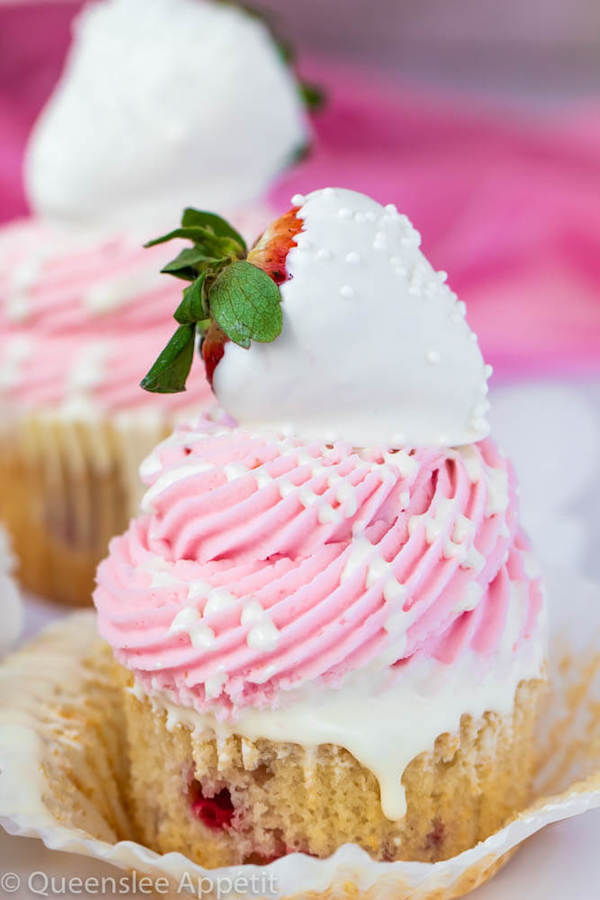 White Chocolate Covered Strawberry Cupcakes