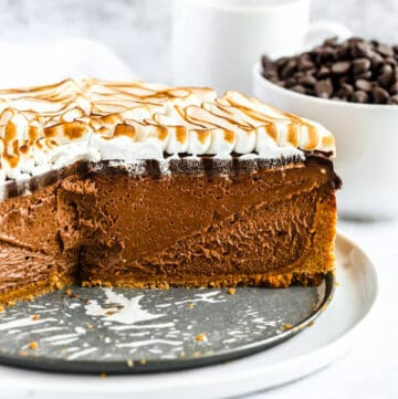 s'mores cheesecake - chocolate cheesecake baked in a graham cracker crust, topped with chocolate ganache and marshmallow meringue
