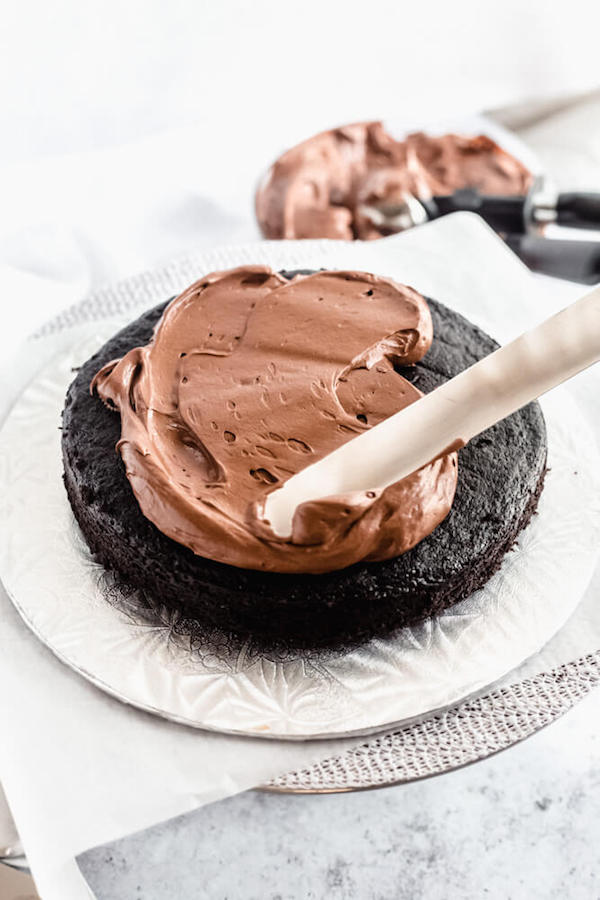 assembling chocolate cake